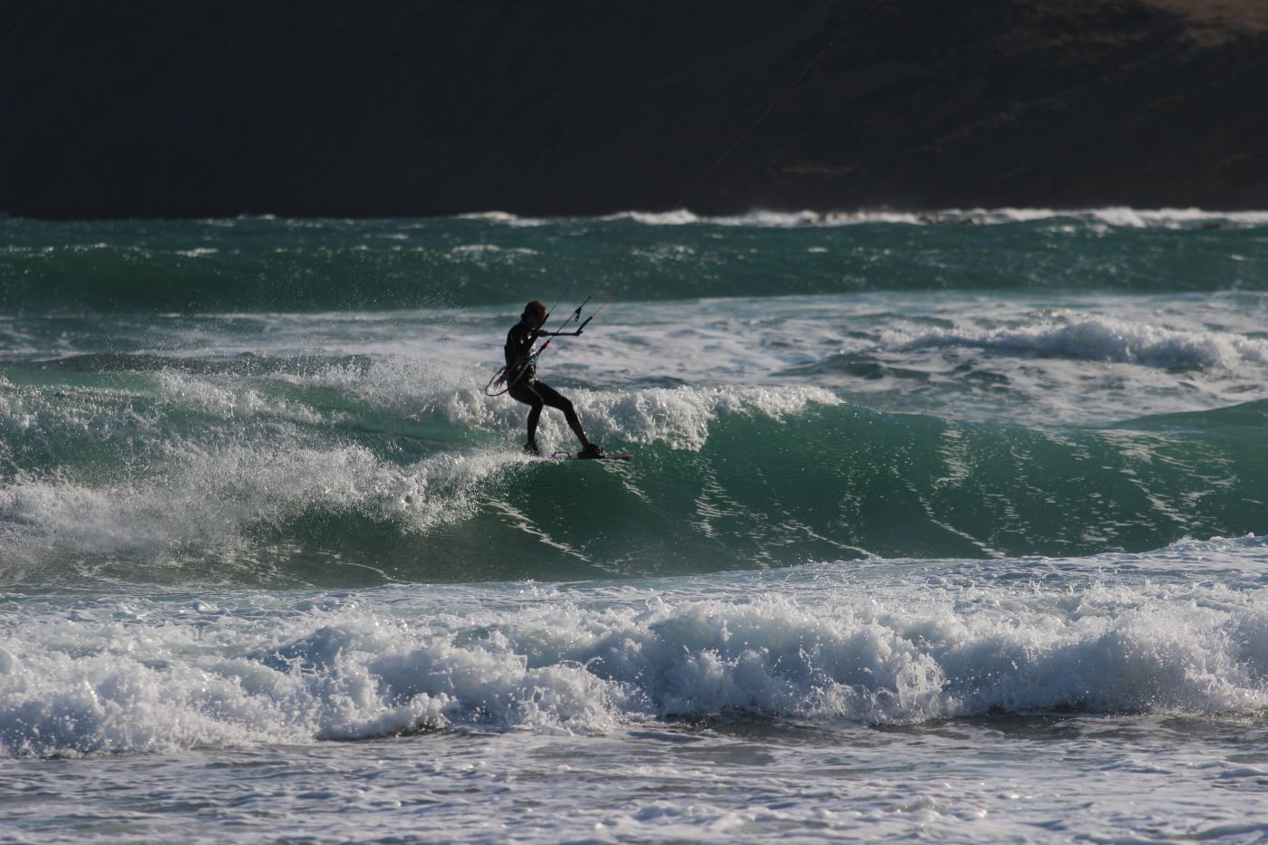 Kitesurfing on the waves at Gomati